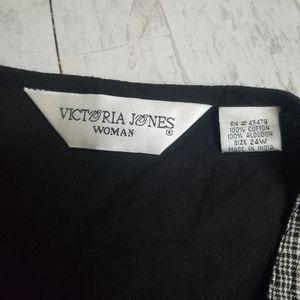 Victoria Jones Woman Tops - NWT Victoria Jones Woman Black/Wht Crochet Vest 24